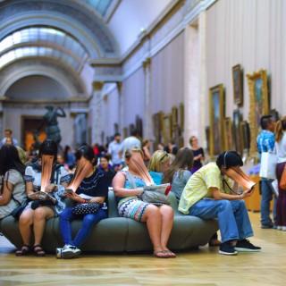 Sur Fake Louvre
