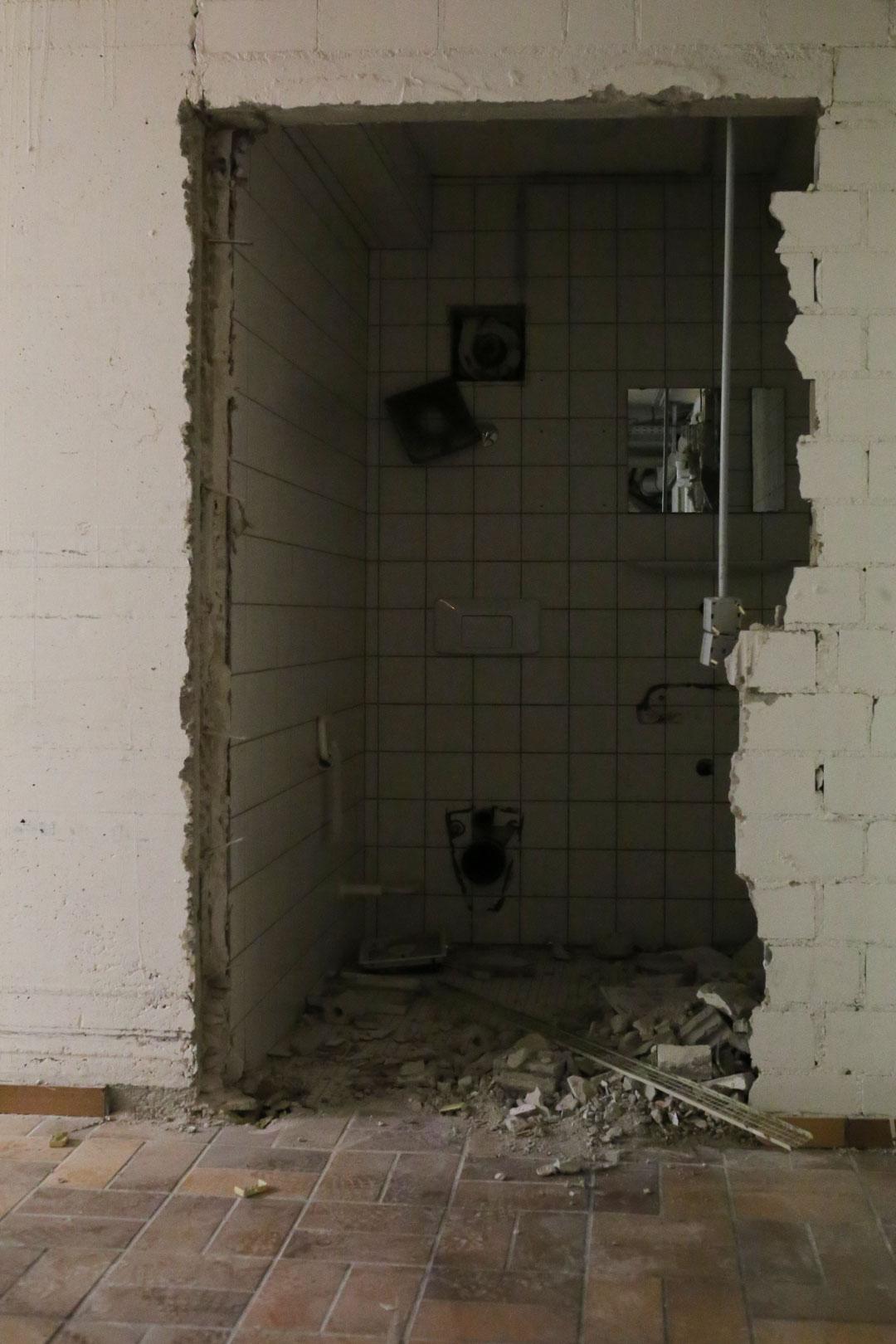 Eingeschlagene Mauern