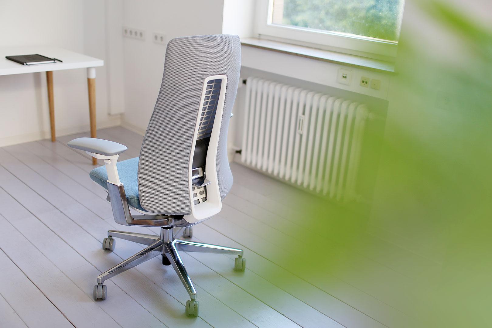 die biologie eines ergonomischen b rostuhls wie fern das sitzen evolutioniert. Black Bedroom Furniture Sets. Home Design Ideas