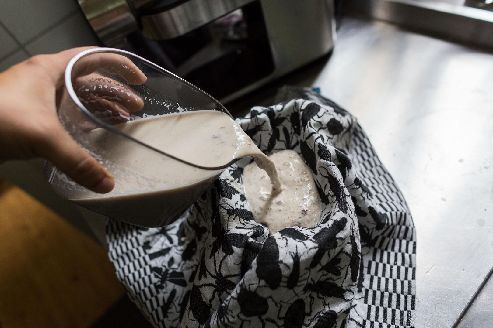 5. Milchmasse einfüllen