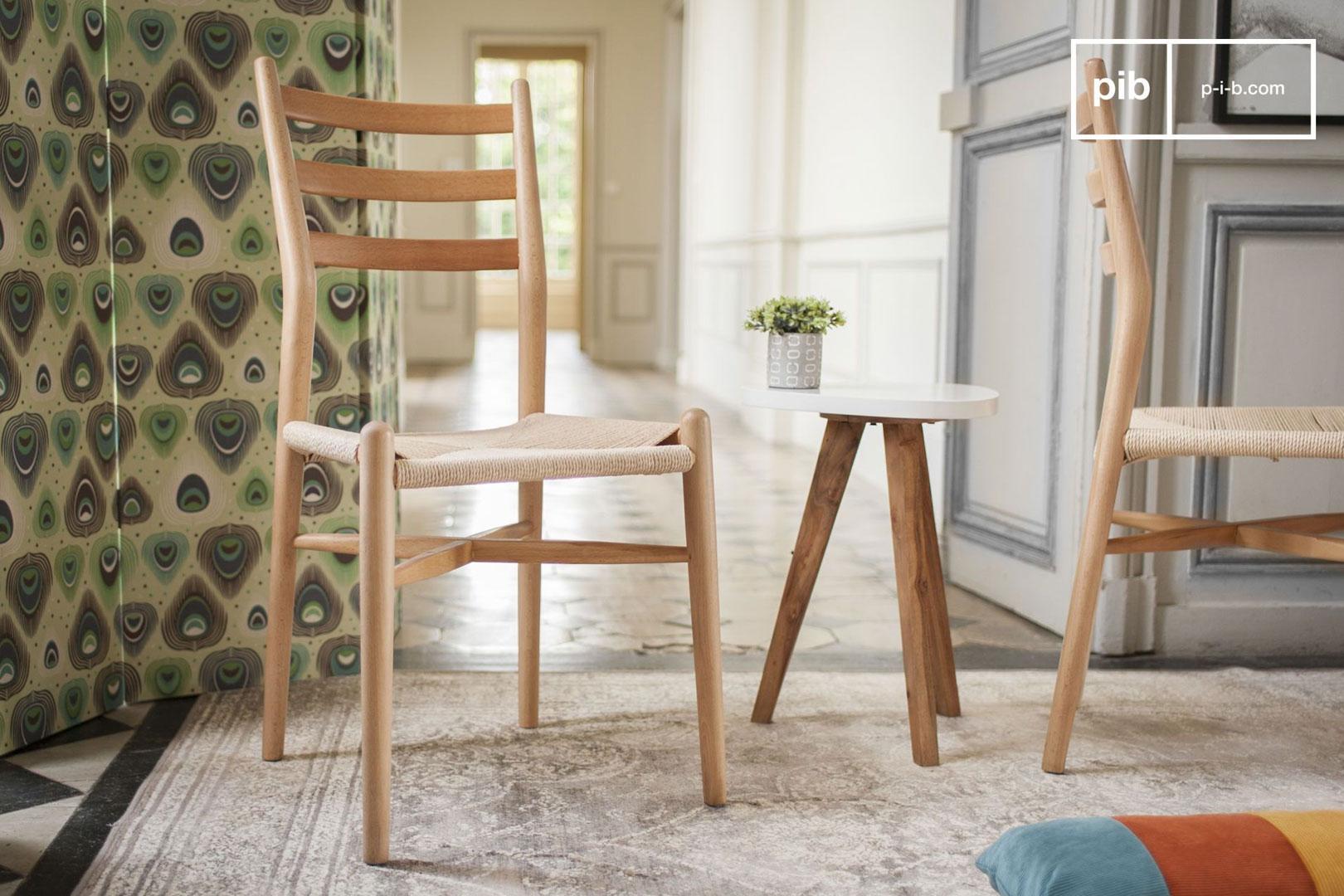 Holzstuhl mit sauberem Design
