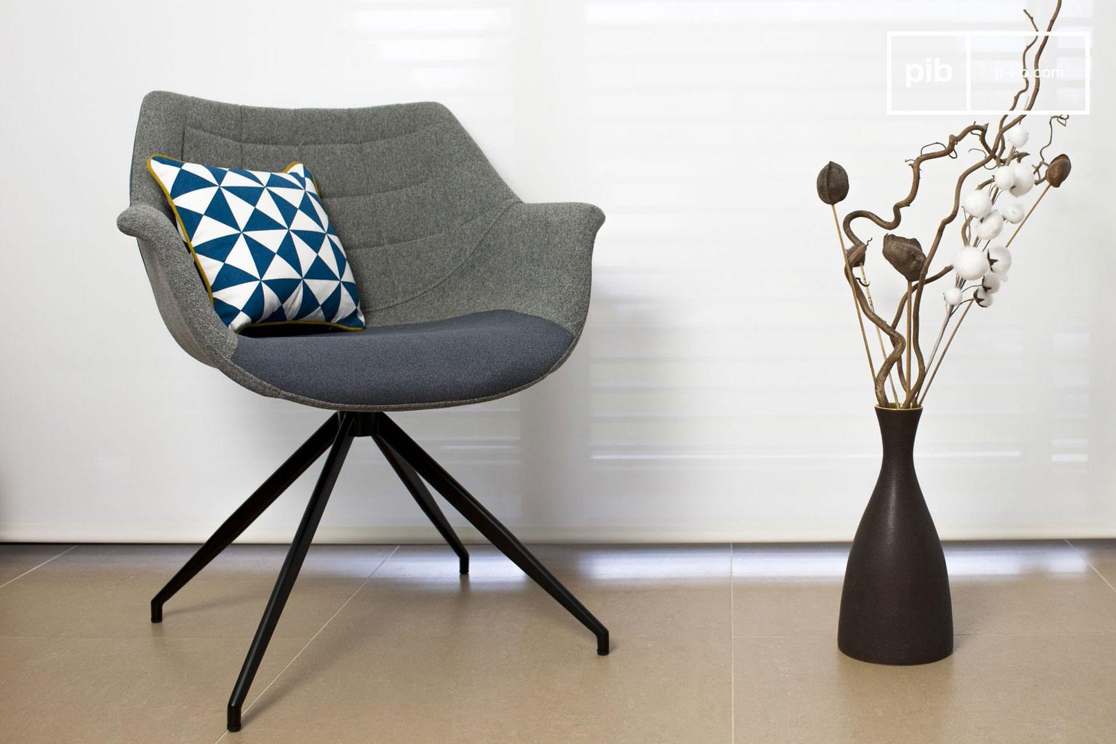 Sessel mit skandinavischen Linien
