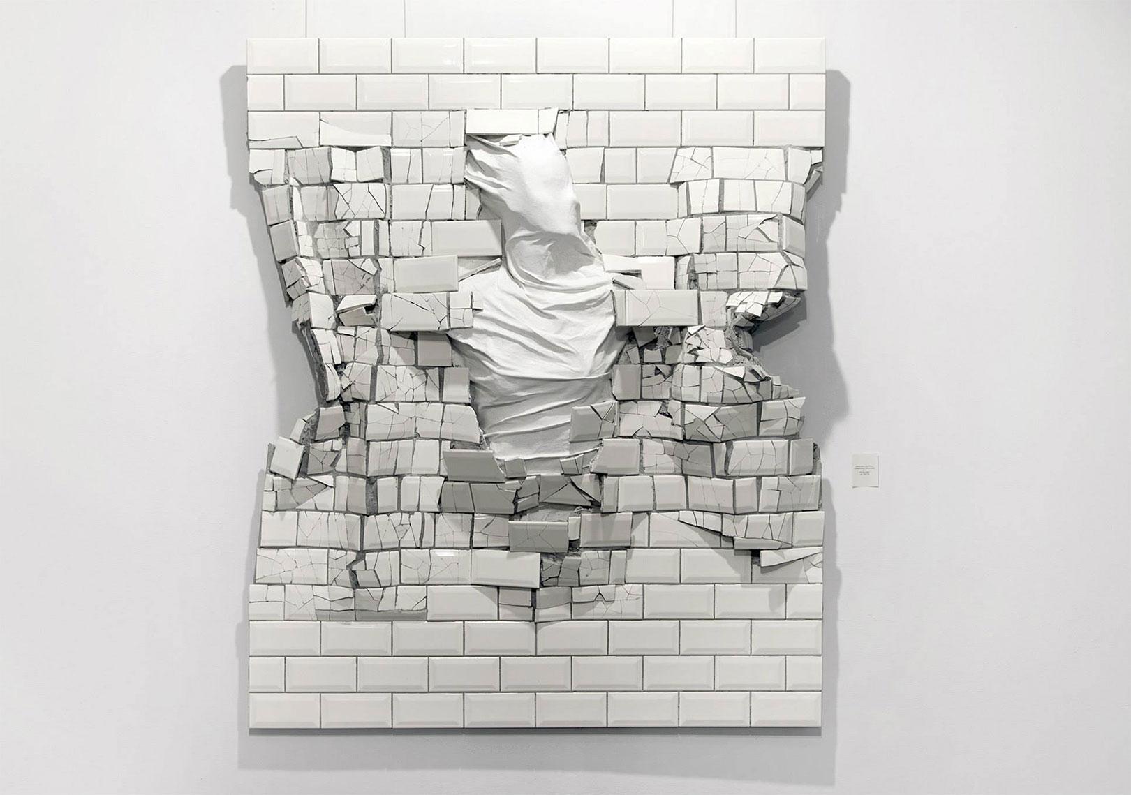 Miese Fliese – dieses Artwork attackiert dich während du auf die Subway wartest