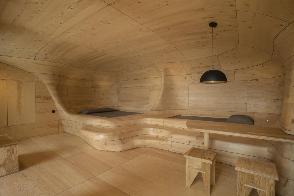 Bett in einer Höhle