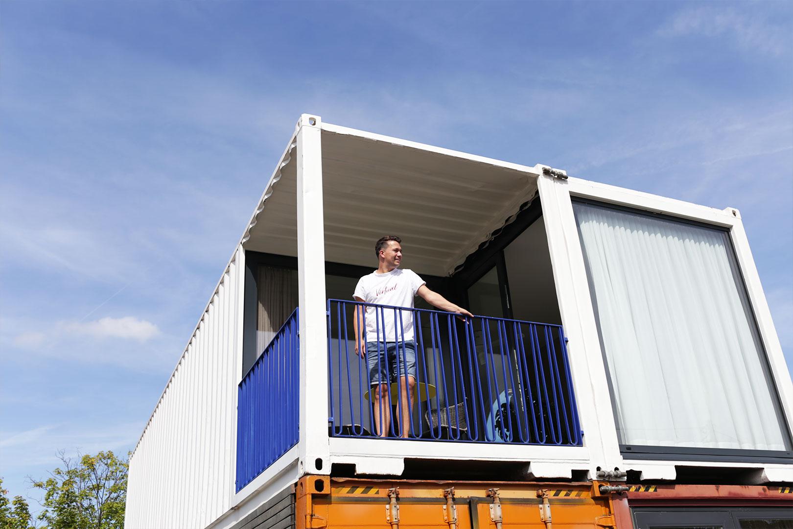 Maximaler Komfort auf kleinem Raum: Wir verbringen einen Tag und eine Nacht mit Magazin im Containerwerk