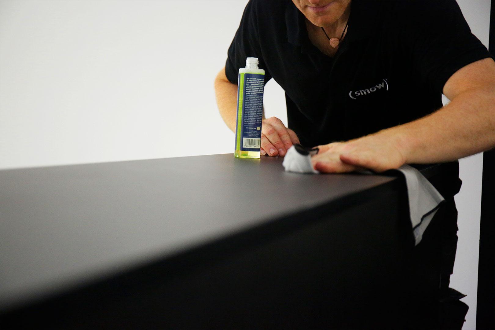 Polieren der Möbel