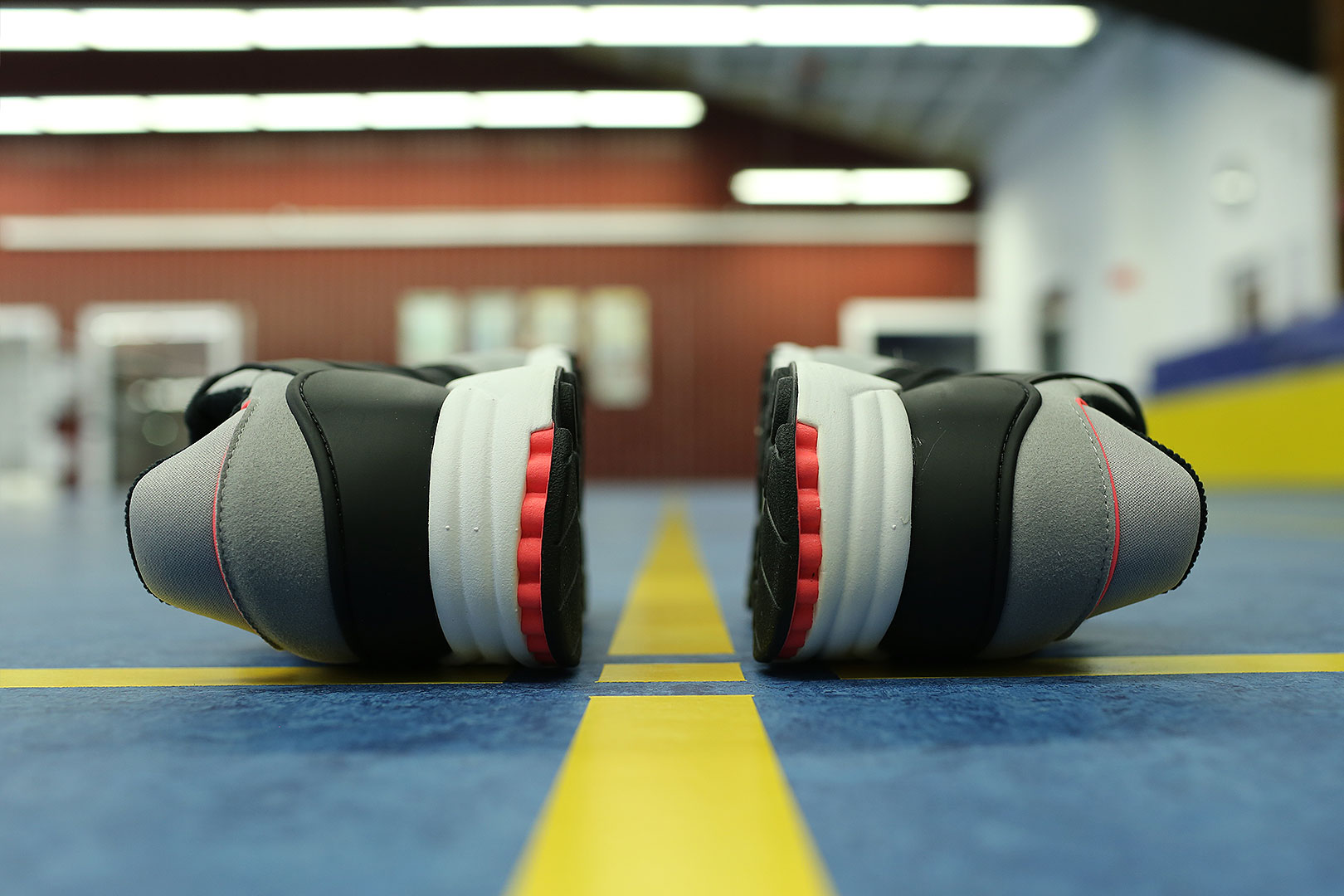 Rasterfahndung auf dem Badminton Court im adidas EQT Support RF