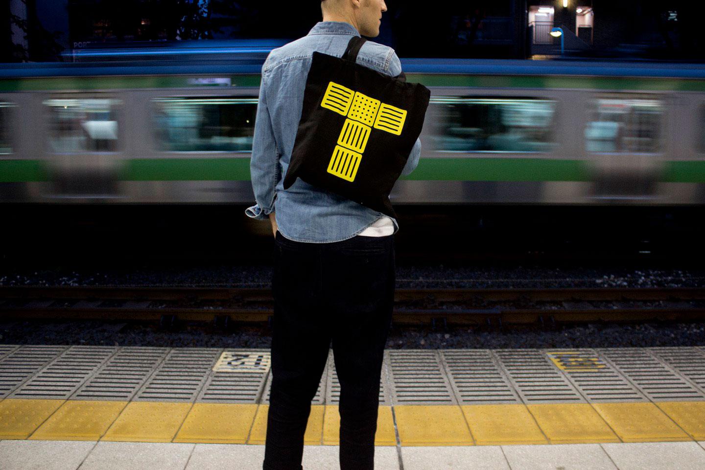 Tokios Verkehrszeichen kannst du nun am Körper tragen