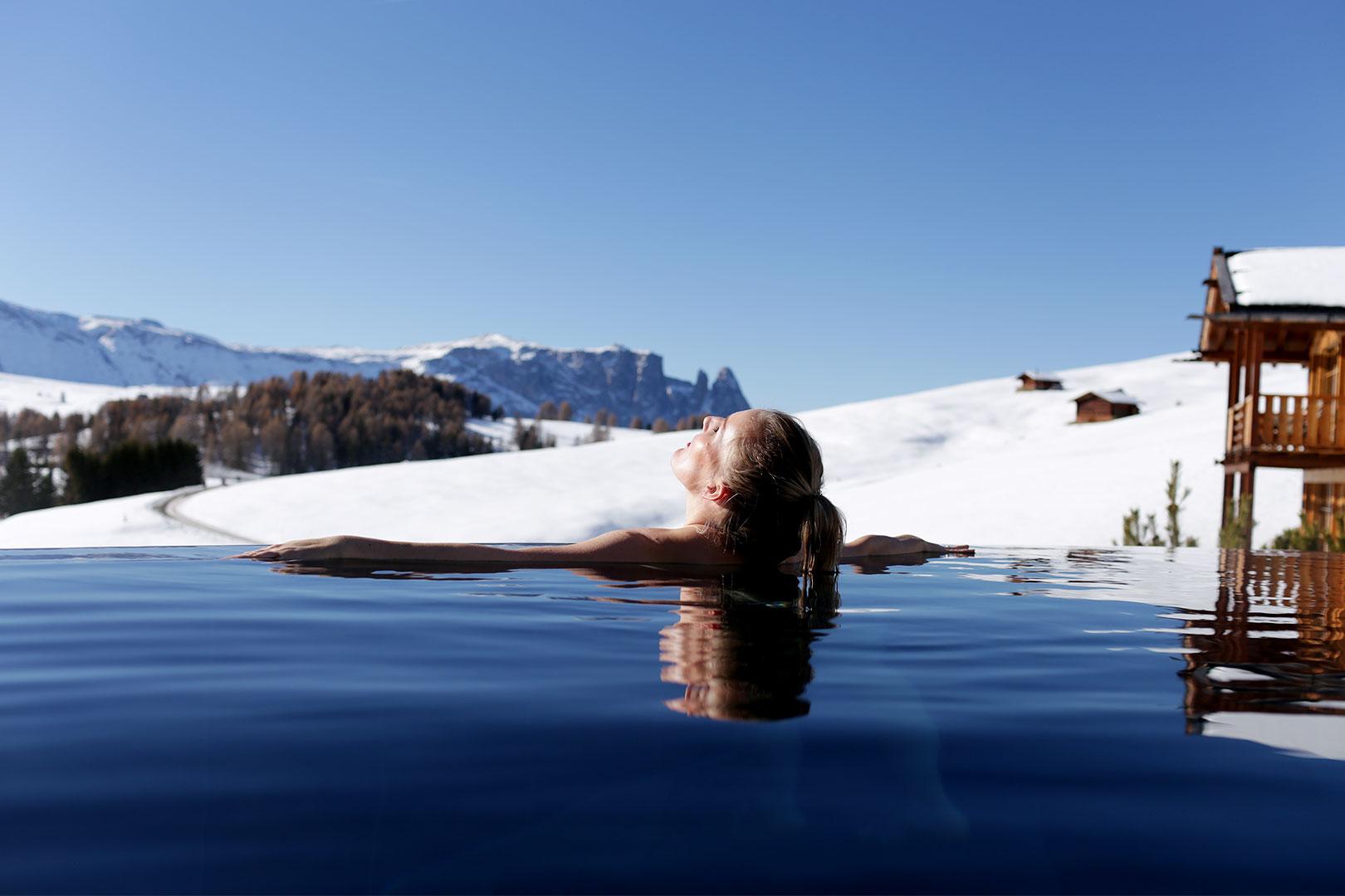 Ein Wellness Wochenende im Chalet der ADLER Mountain Lodge in atembelebender Höhe und Blick auf die Dolomiten