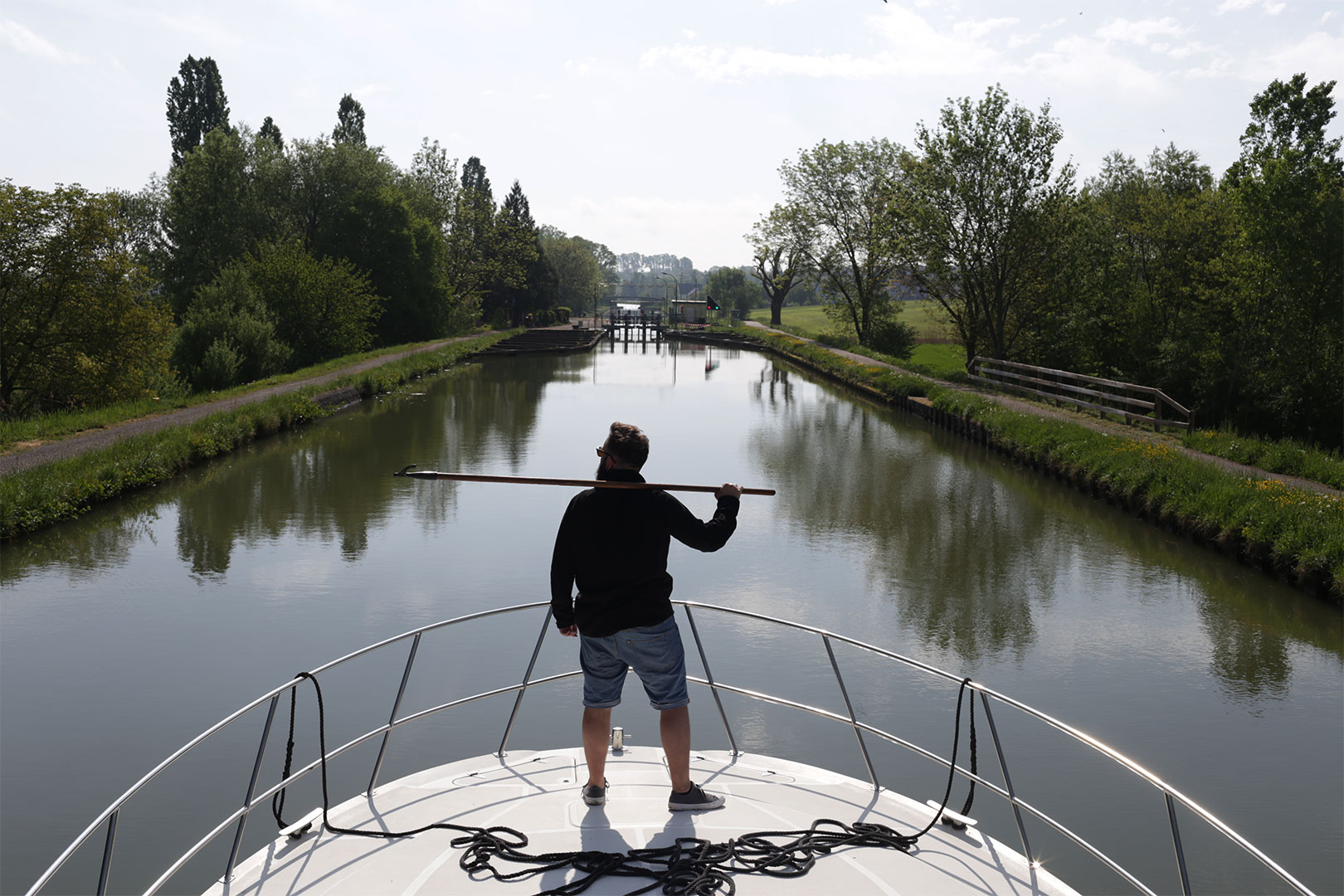 Sei ein Wochenende der Kapitän auf deinem eigenem Hausboot