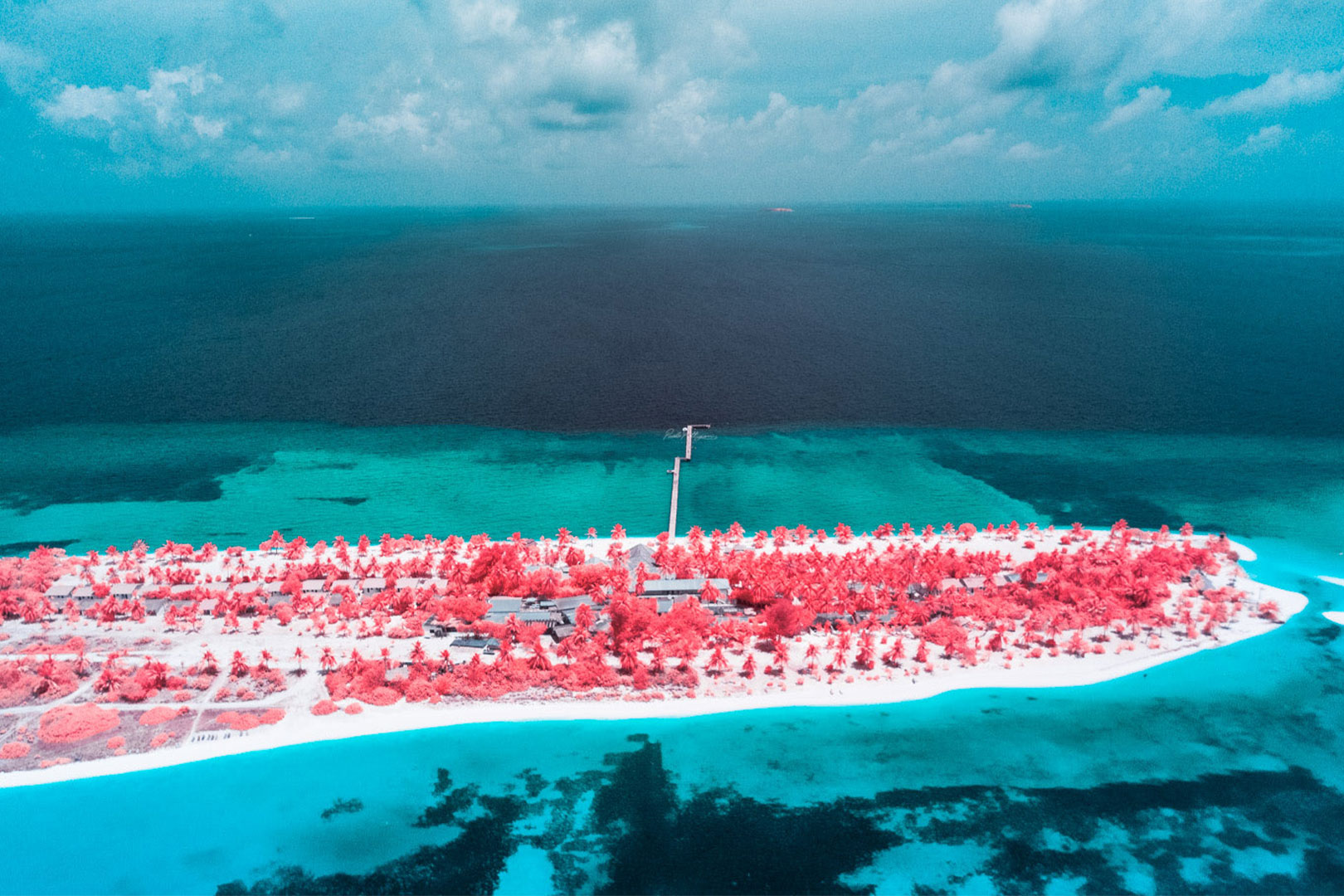 So hast du die Malediven noch nie gesehen – Infrarot Fotografie bei Paolo Pettigiani