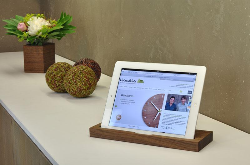 iPad-Ständer aus Holz