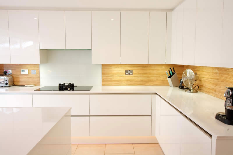 Kunststoffplatten für die Küchenwand