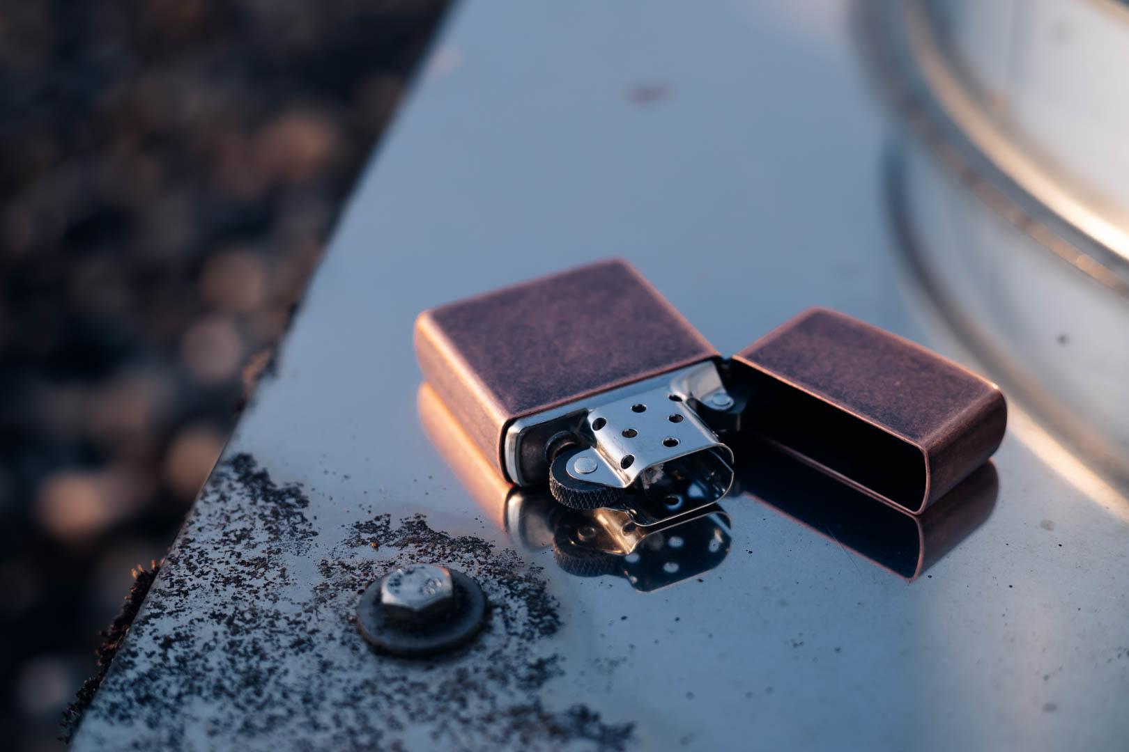 Minimalistisch, Kupfer, Vintage – Das Comeback des Antique Copper Zippo